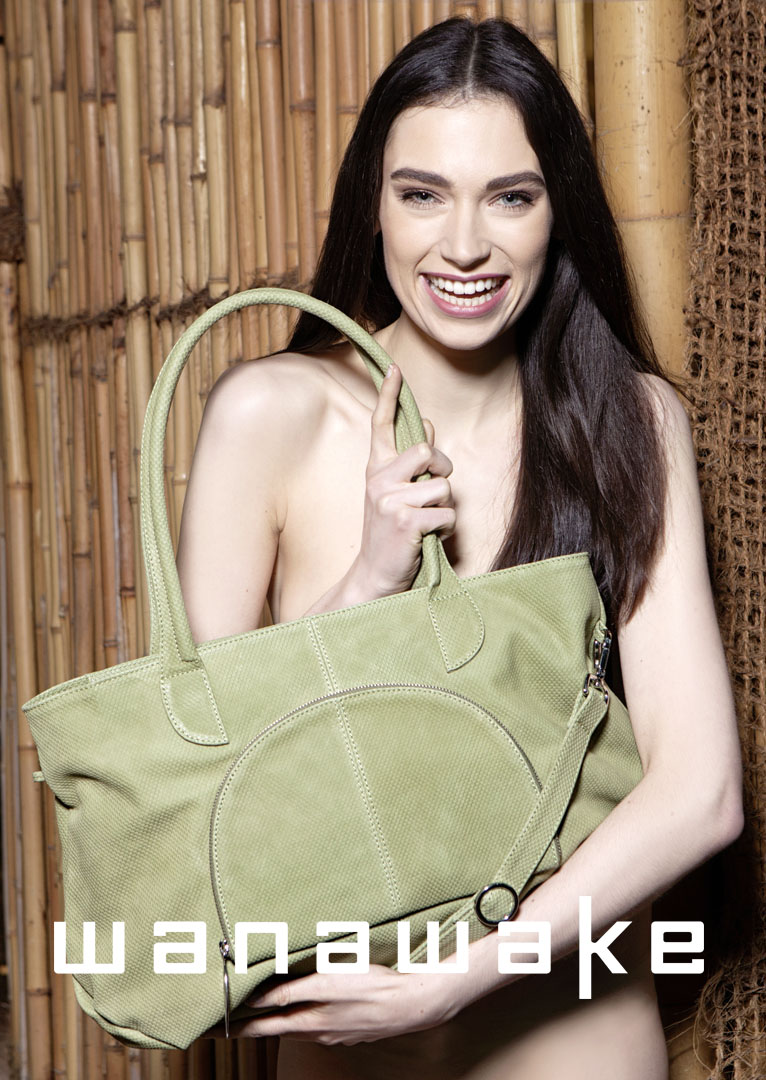 Model mit City Bag (Bild)